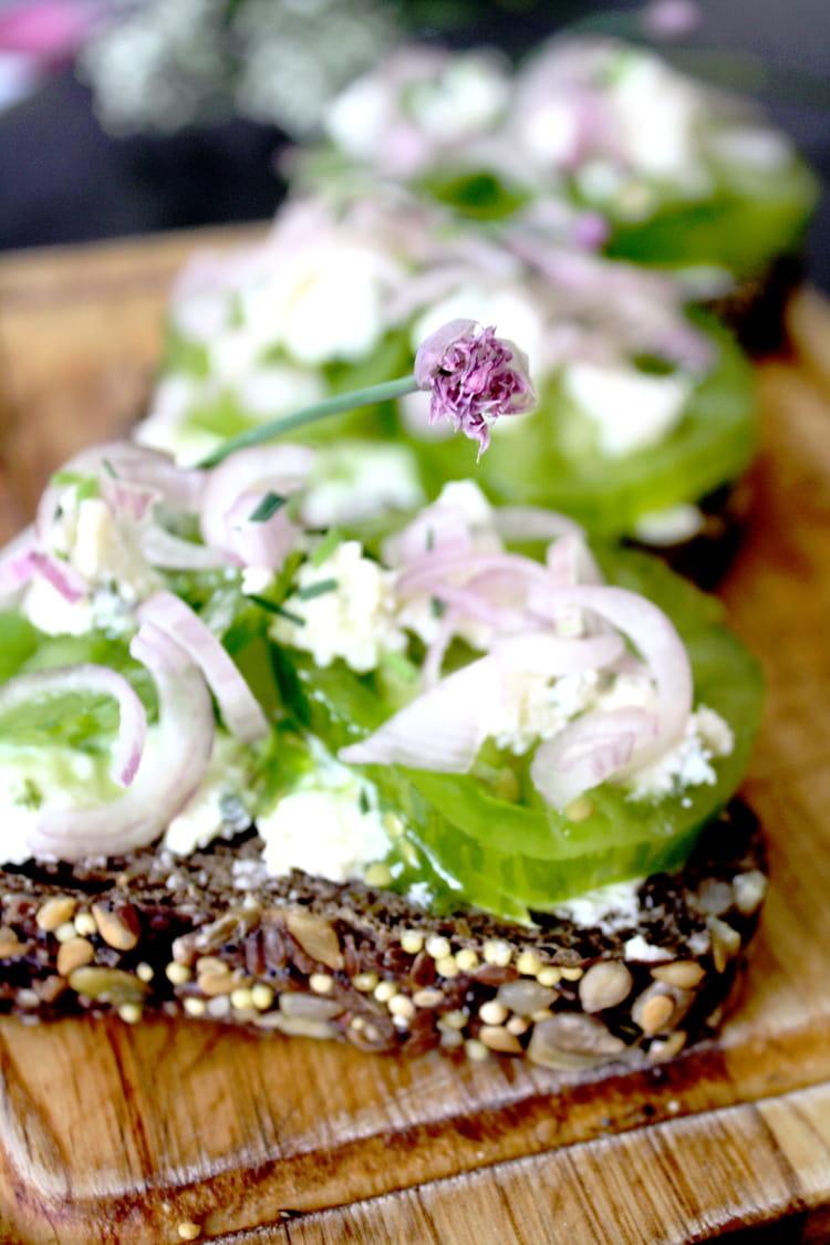 Recette de tartines de tomates vertes et boursin echalote ciboulette la recette facile - Cuisiner des tomates vertes ...