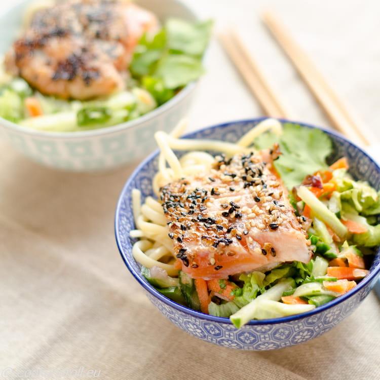 recette de saumon mi cuit au s same salade asiatique et nouilles tamarin cacahu tes la. Black Bedroom Furniture Sets. Home Design Ideas