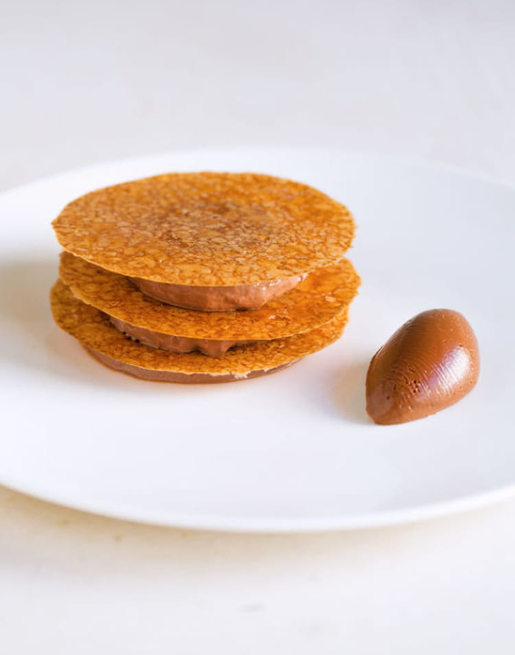 recette de mousse au chocolat manjari tuile de polenta cr meux chocolat poivre la recette facile. Black Bedroom Furniture Sets. Home Design Ideas