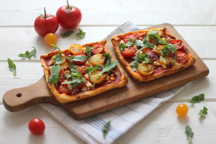 recette de tarte fine la tomate cerise chorizo et feta la recette facile. Black Bedroom Furniture Sets. Home Design Ideas