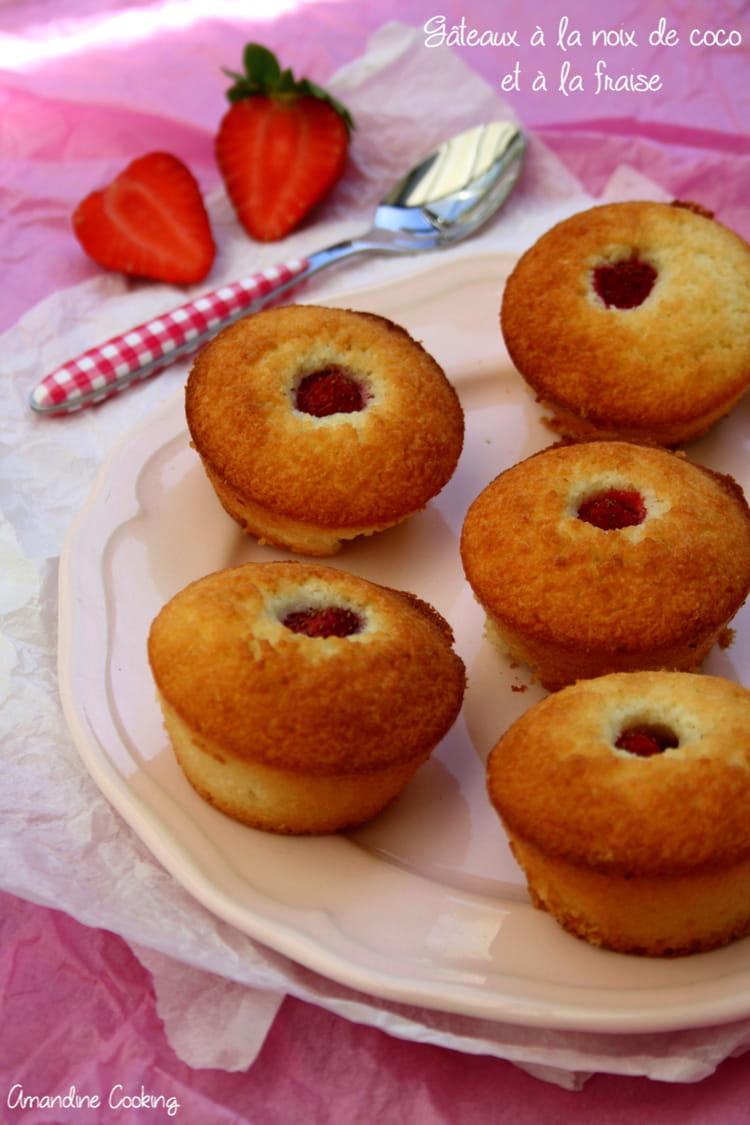 Recette de petits g teaux coco et fraise la recette facile - Petit gateau pour le gouter ...