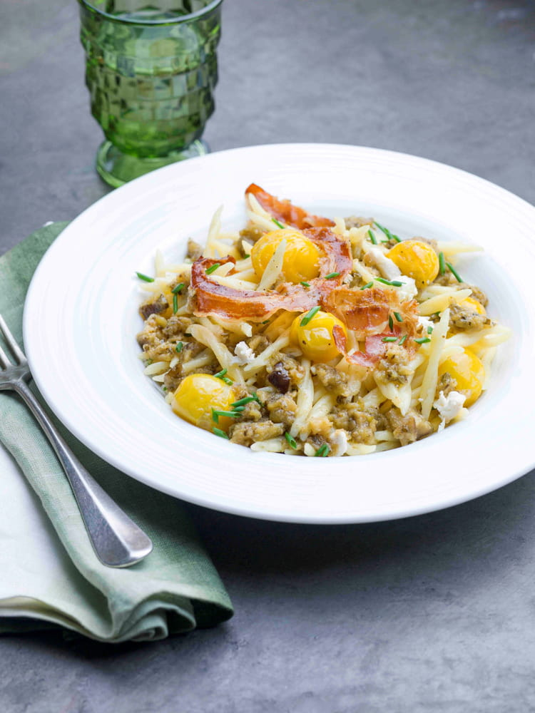 recette de p 226 tes trofie chips de pancetta et pesto aubergines aux herbes la recette facile