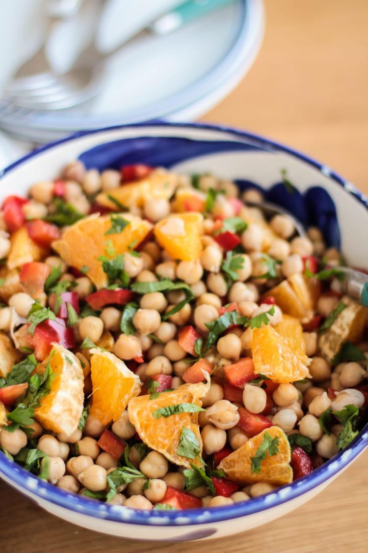 recette de salade de pois chiches aux poivrons orange et coriandre la recette facile. Black Bedroom Furniture Sets. Home Design Ideas