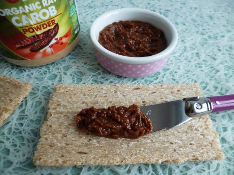 recette de tartinade 100 crue la caroube et au beurre de cacao la recette facile. Black Bedroom Furniture Sets. Home Design Ideas