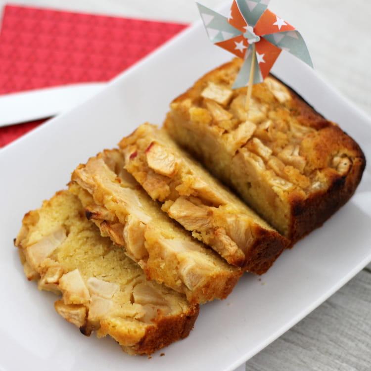 recette de cake aux pommes tout moelleux la recette facile. Black Bedroom Furniture Sets. Home Design Ideas