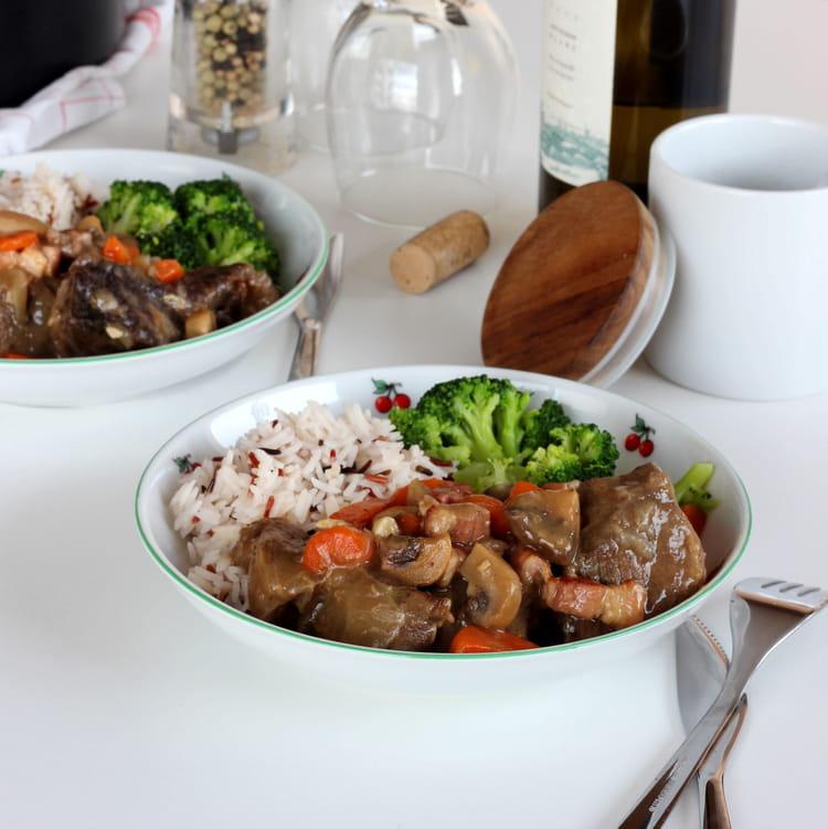 Recette de b uf bourguignon au vin blanc la recette facile - Cuisiner le boeuf bourguignon ...