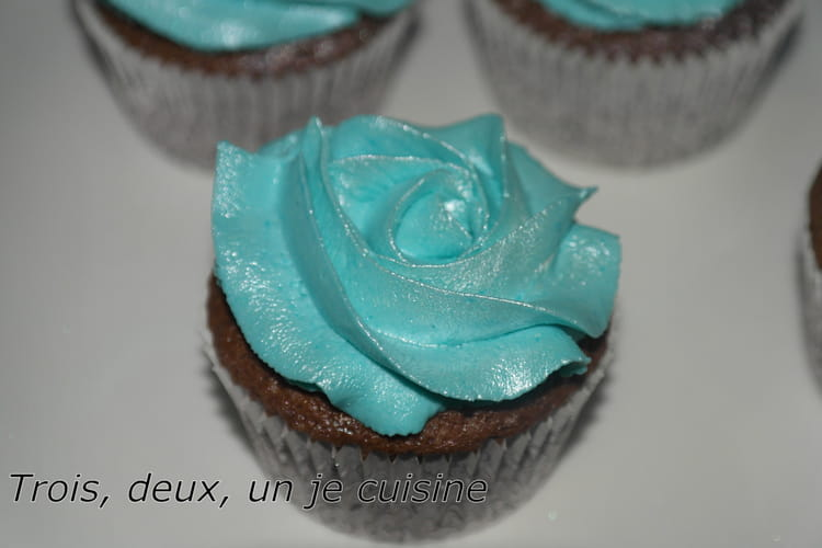 Recette de cupcakes chocolat gla age mascarpone la recette facile - Glacage cupcake facile ...
