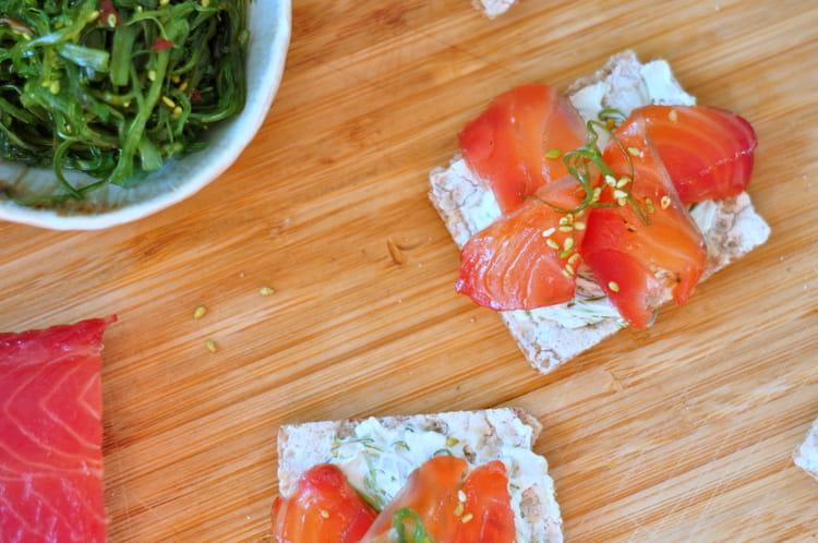 Recette de toast saumon gravlax et wakame s same la - Saumon gravlax rapide ...