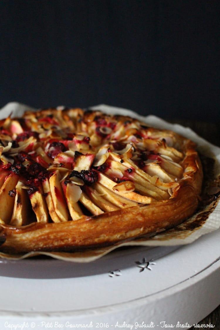 recette de tarte fine aux pommes framboises et amandes la recette facile. Black Bedroom Furniture Sets. Home Design Ideas