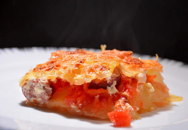 Recette de gratin de pommes de terre tomates et saucisse - Cuisiner des saucisses fumees ...