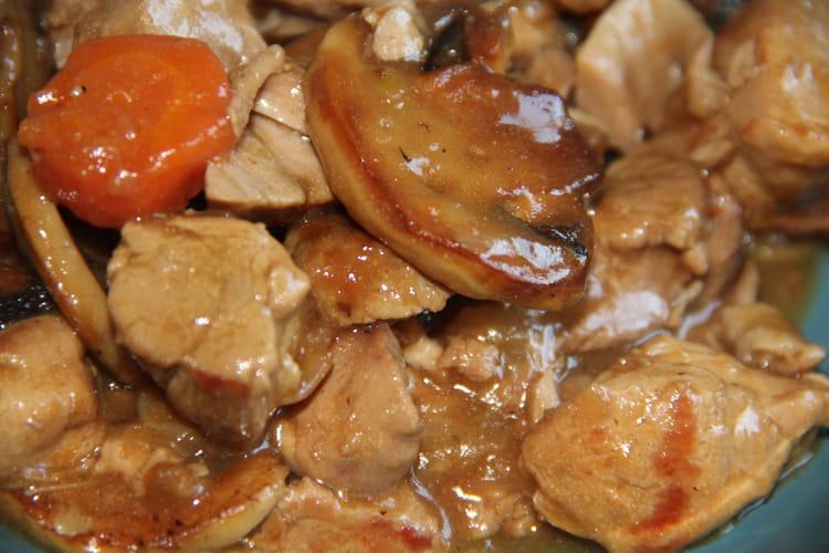 Recette de cocotte de porc la bi re brune la recette - Cuisiner champignons de paris frais a la poele ...