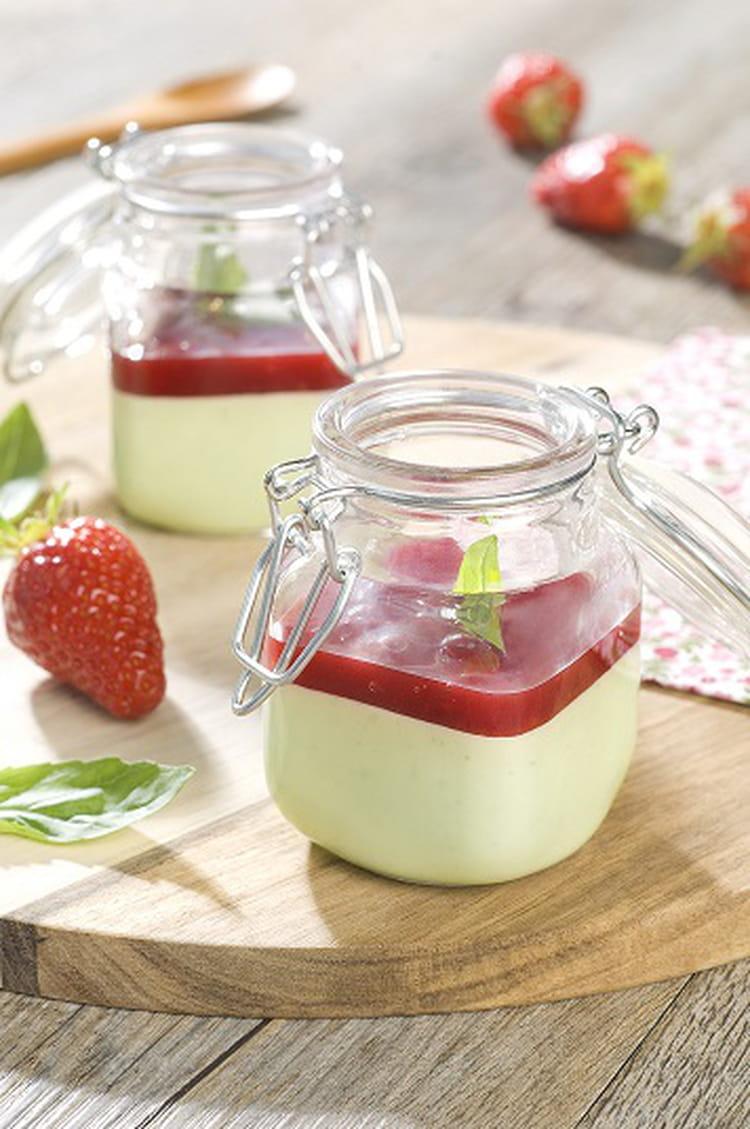 recette de panna cotta chocolat blanc basilic et coulis de fraise la recette facile. Black Bedroom Furniture Sets. Home Design Ideas
