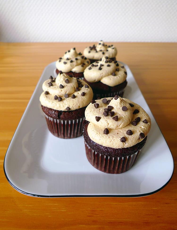 recette de cupcakes au chocolat et au beurre de cacahu te la recette facile. Black Bedroom Furniture Sets. Home Design Ideas