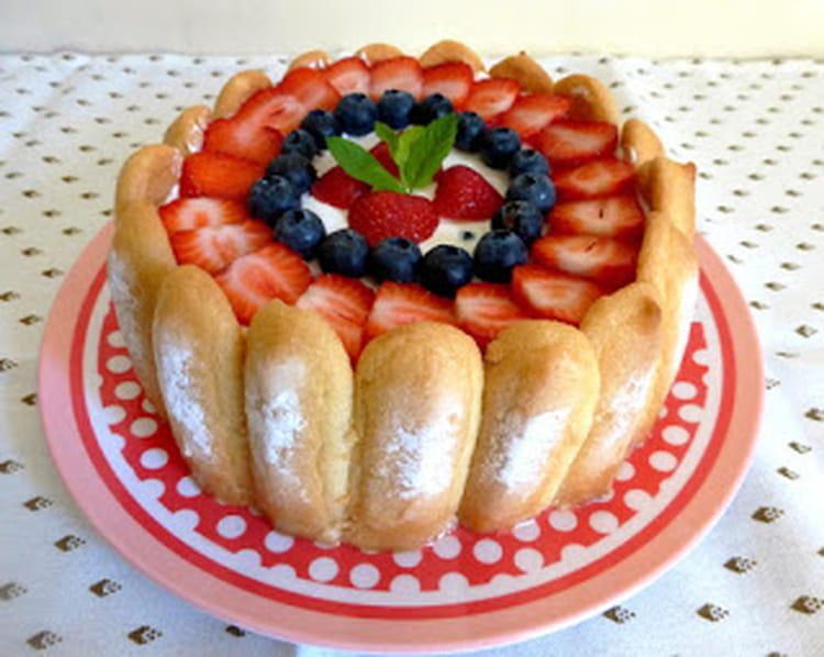 Recette de charlotte aux fraises et aux myrtilles la recette facile - Jeux de charlotte aux fraises cuisine gateaux ...