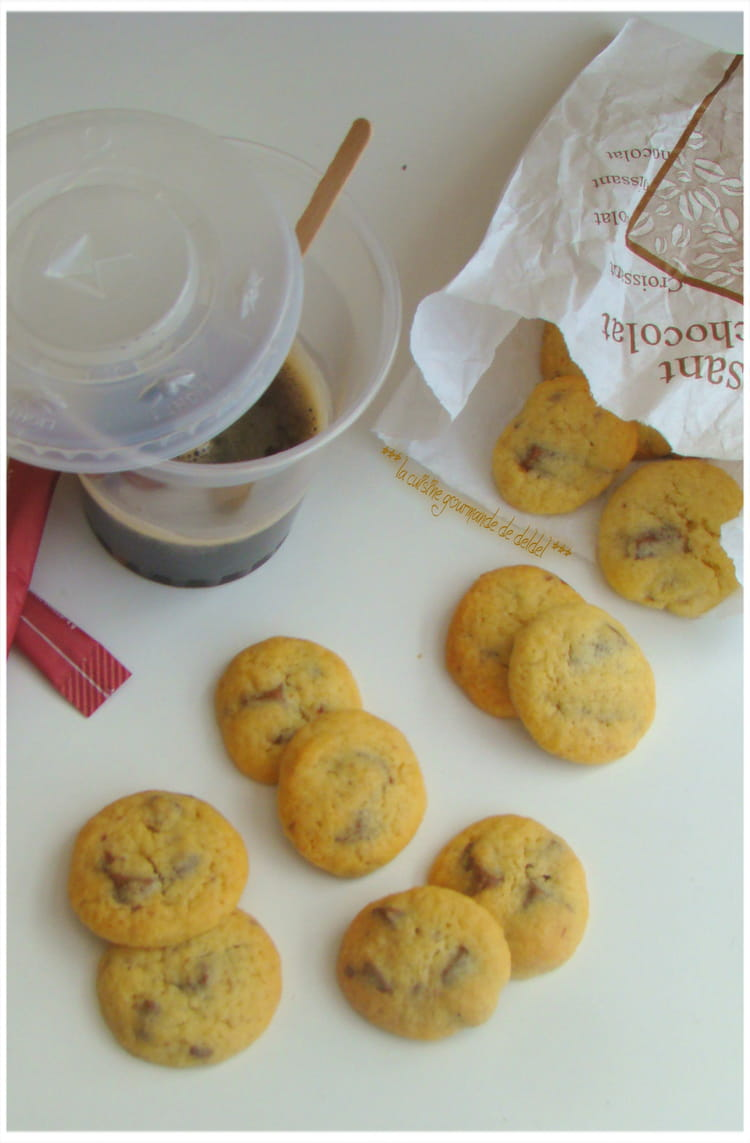 recette de mini cookies aux clats de chocolat au lait la recette facile. Black Bedroom Furniture Sets. Home Design Ideas