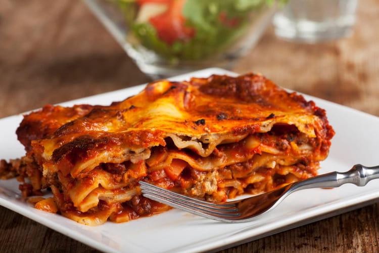recette de lasagnes la bolognaise classiques la b chamel toute pr te la recette facile. Black Bedroom Furniture Sets. Home Design Ideas