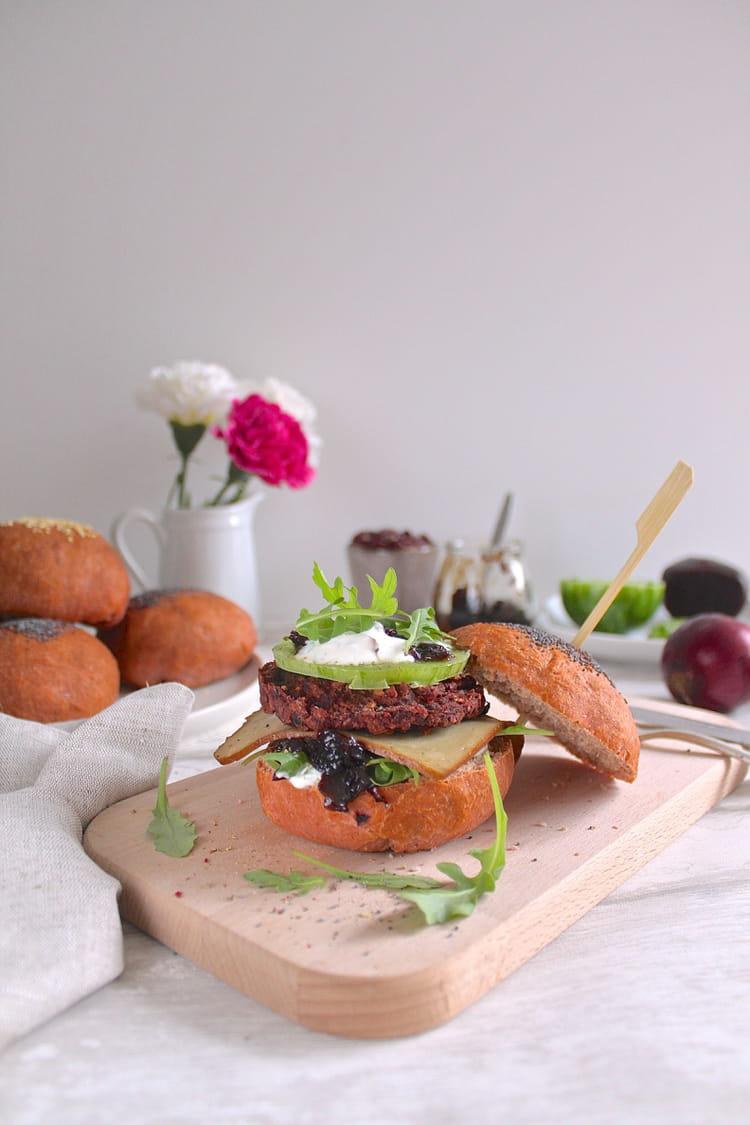 Recette de burger v g tarien rose betteraves haricots - Cuisiner les betteraves rouges ...