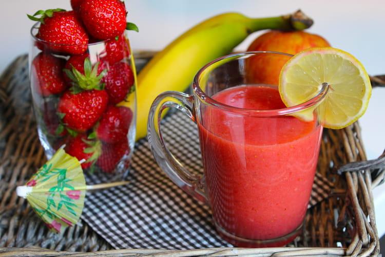 recette de smoothie fraise pomme et banane la recette facile. Black Bedroom Furniture Sets. Home Design Ideas