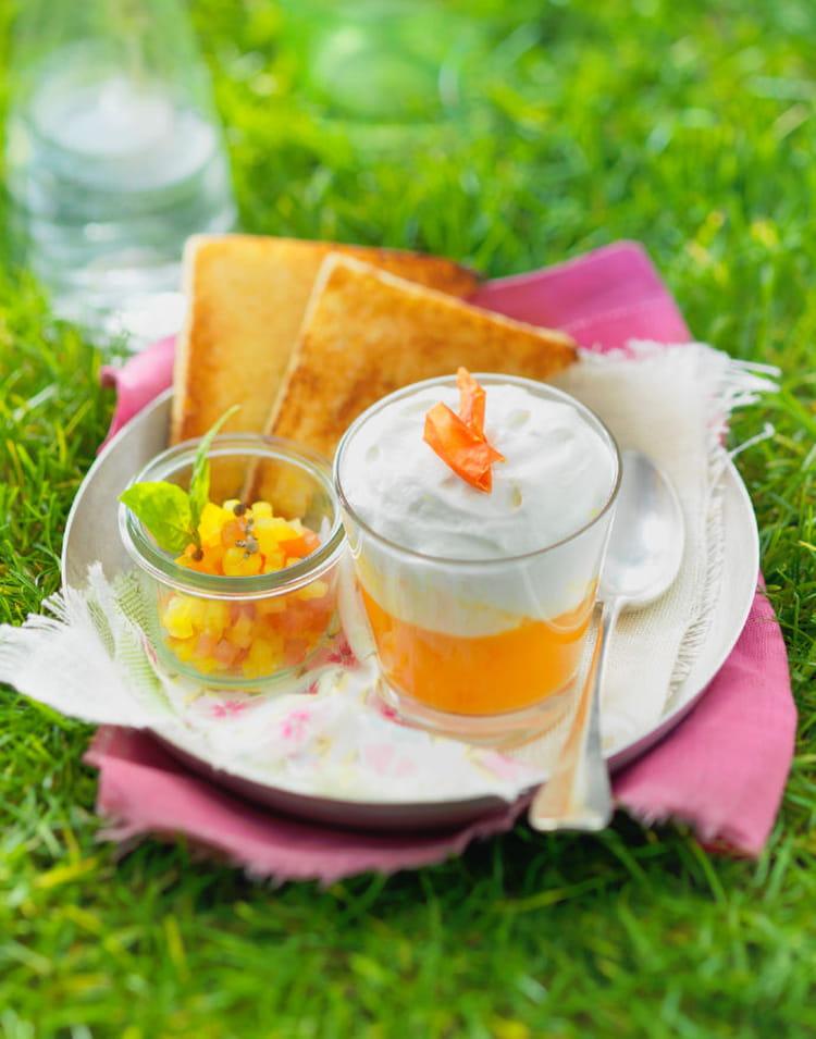 soupe froide de tomate et poivron jaunes chantilly au chavroux la recette facile. Black Bedroom Furniture Sets. Home Design Ideas