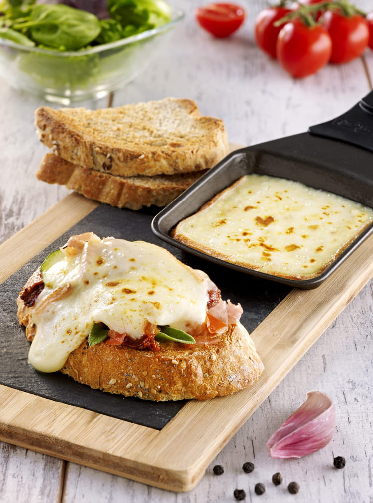 recette de bruschettas de fromage raclette richesmonts la recette facile. Black Bedroom Furniture Sets. Home Design Ideas