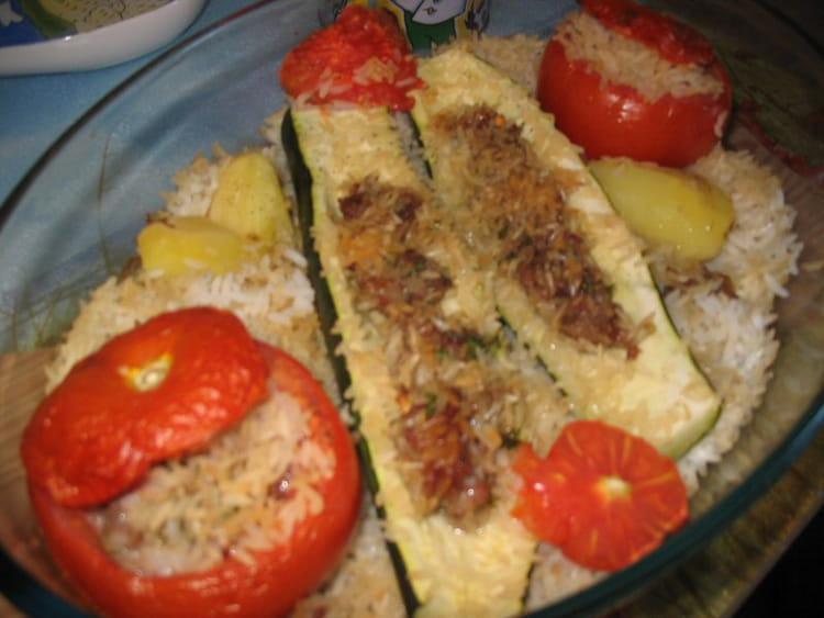 Recette de courgettes et tomates farcies la recette facile - Recette courgette farcie riz ...
