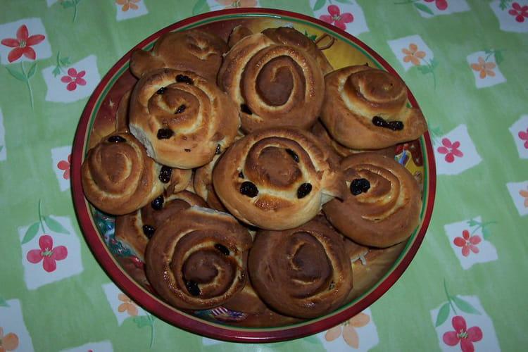 Recette de petits pains aux raisins secs la recette facile - Recette facile a faire pour le gouter ...