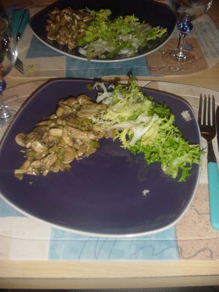 recette de champignons crus en salade la recette facile. Black Bedroom Furniture Sets. Home Design Ideas