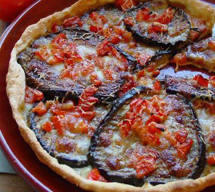 recette de tarte d 39 aubergines tomate et poivron la recette facile. Black Bedroom Furniture Sets. Home Design Ideas