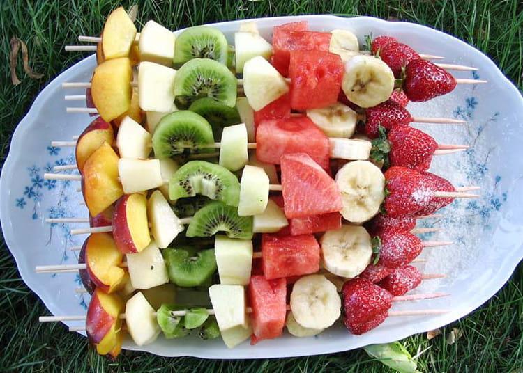 Recette de brochettes de fruits frais la recette facile for Entree barbecue facile