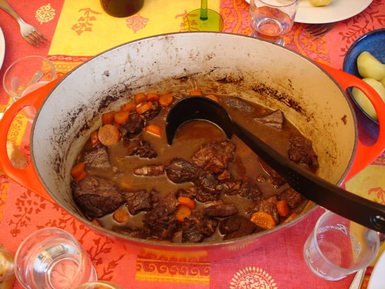 Boeuf bourguignon aux petites carottes pour 4 personnes - Cuisiner le boeuf bourguignon ...