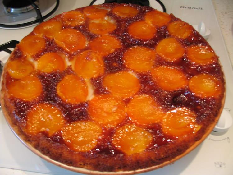 gateau caramelise aux abricots