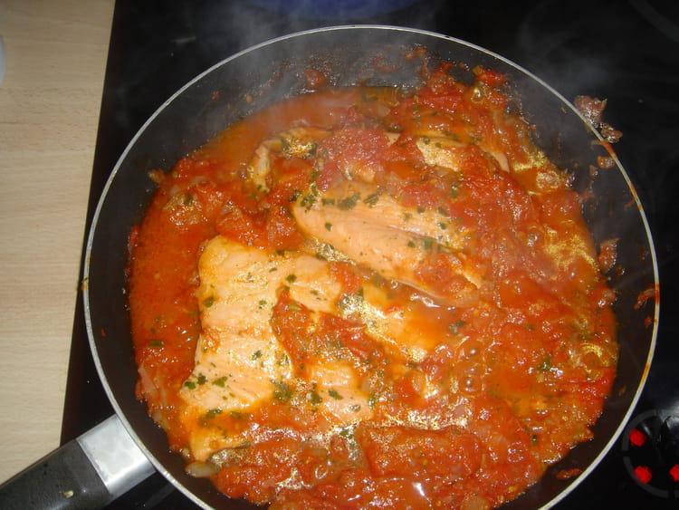 recette de saumon la tomate et aux herbes la recette facile. Black Bedroom Furniture Sets. Home Design Ideas