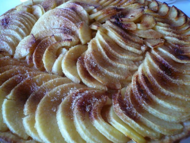 Recette de tarte fine aux pommes la recette facile - Tarte aux pommes fine ...