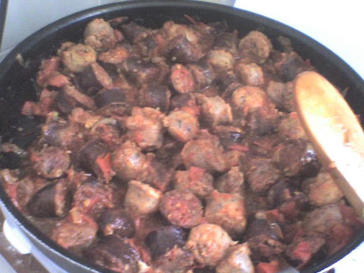 Le vrai rougail saucisses la recette facile - Cuisiner des saucisses ...