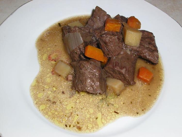 B uf bourguignon familial la recette facile - Cuisiner le boeuf bourguignon ...