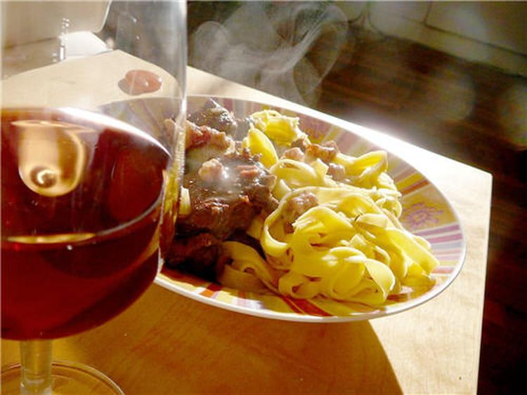 Boeuf bourguignon rapide la recette facile - Cuisiner le boeuf bourguignon ...