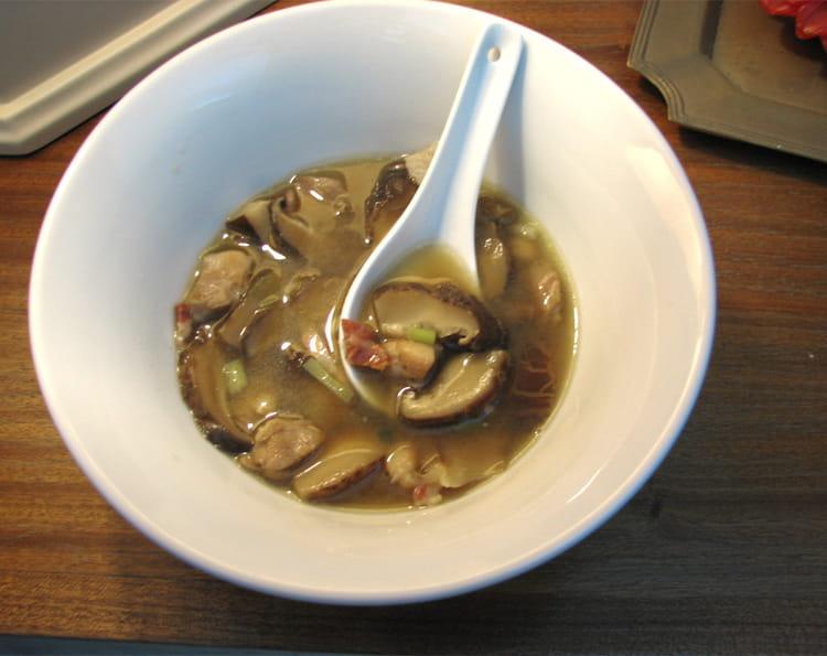 recette de soupe de champignons shitak s au poulet la. Black Bedroom Furniture Sets. Home Design Ideas