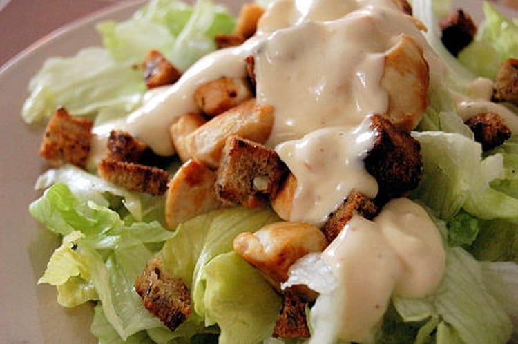Recette de salade c sar rapide la recette facile - Recette salade cesar au poulet grille ...