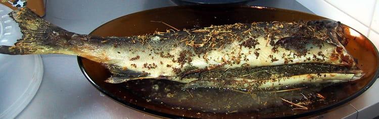 recette de saumon entier aux herbes la recette facile. Black Bedroom Furniture Sets. Home Design Ideas