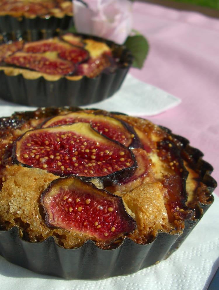 Recette de tartelettes aux figues la cr me d 39 amande la recette facile - Cuisiner des figues fraiches ...