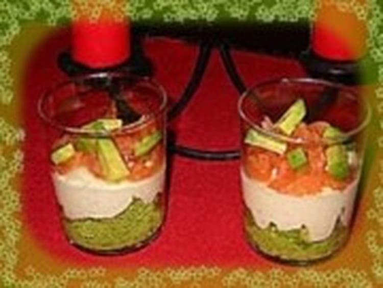 recette de mousse d 39 avocat sur cr me de saumon en verrines la recette facile. Black Bedroom Furniture Sets. Home Design Ideas