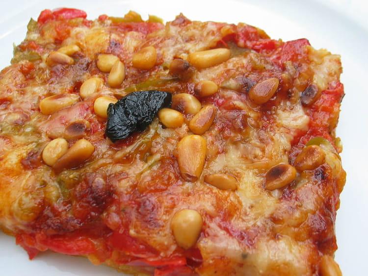 recette de pizza croc 39 fondante aux poivrons et aux pignons la recette facile. Black Bedroom Furniture Sets. Home Design Ideas