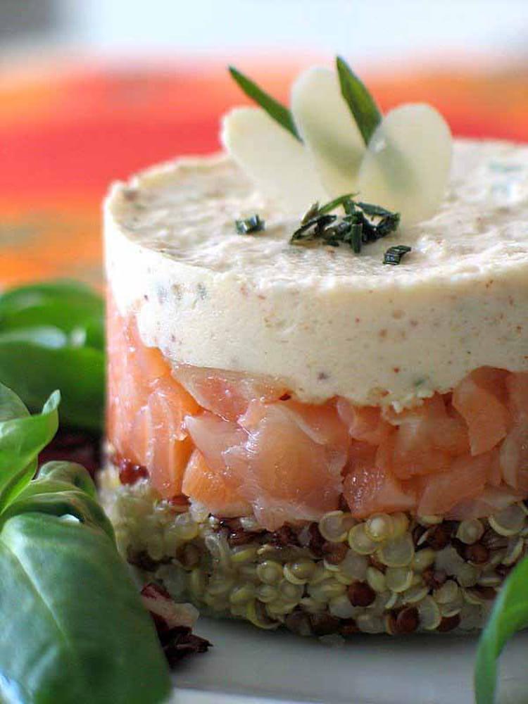Recette de quinoa au saumon fum et mousse d 39 amande la for Entree de noel legere
