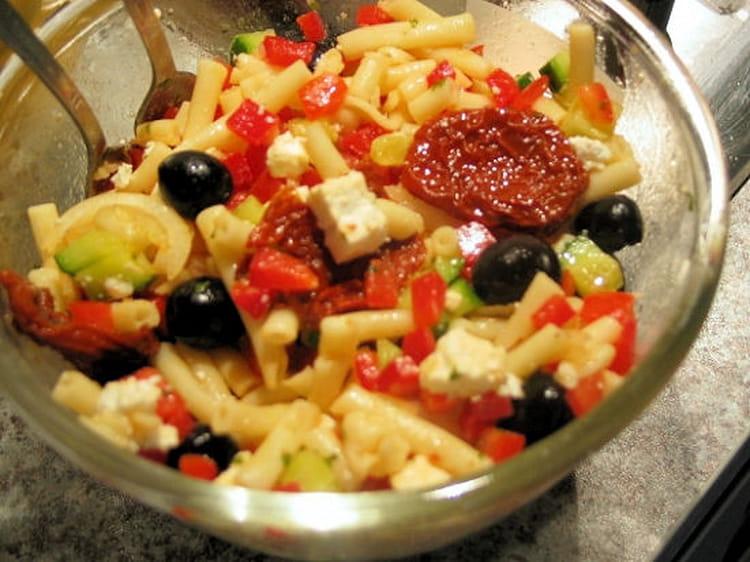 recette de salade de p 226 tes 224 la grecque la recette facile
