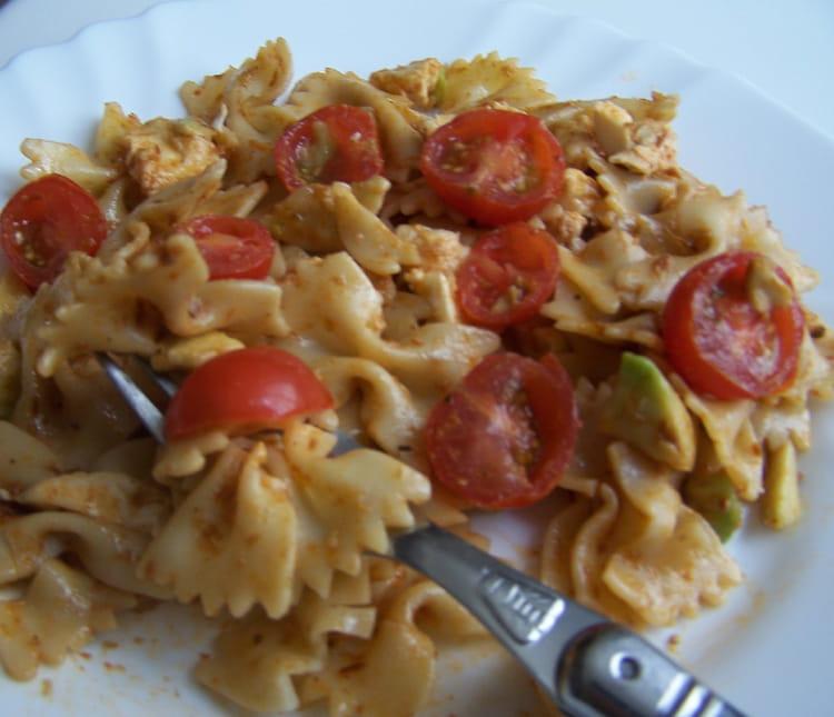 recette de salade de p 226 tes aux tomates avocats et mozzarella la recette facile