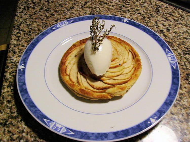 recette de tarte fine aux pommes et au thym la recette facile. Black Bedroom Furniture Sets. Home Design Ideas