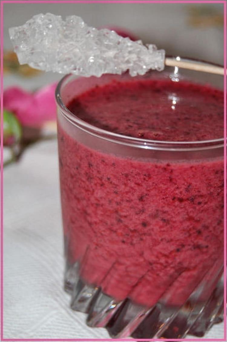 recette de smoothie aux fruits rouges la recette facile. Black Bedroom Furniture Sets. Home Design Ideas