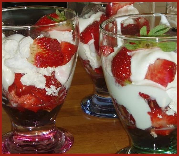 Recette de verrines aux fraises et mascarpone la recette facile - Coupe de fraises mascarpone ...
