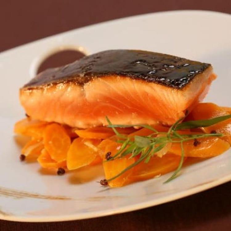 Recette de dos de saumon de norv ge laqu au miel de soja - Comment cuisiner des paves de saumon ...