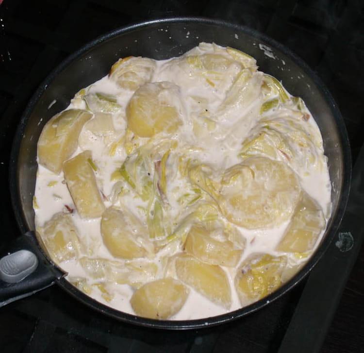 recette de fondue de poireaux et pommes de terre la recette facile. Black Bedroom Furniture Sets. Home Design Ideas